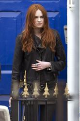 Карен Гиллан, фото 141. Karen Gillan - On The Set Of Doctor Who In Cardiff - 4/5/12, foto 141