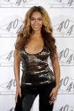 th_40634_celebrity_paradise.com_TheElder_Beyonce2010_03_02_Jay_ZMadisonSquareGarden8_122_444lo.jpg