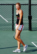 http://img257.imagevenue.com/loc489/th_441283751_Sharapova_training_2006_04_122_489lo.jpg