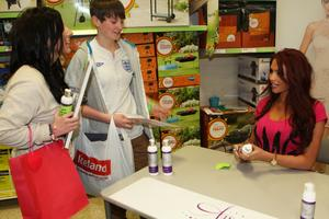 Эми Чайлдс, фото 305. Amy Childs promotes her Tanning Collection at Tesco Extra, 28.4.2012, foto 305