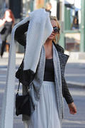 http://img257.imagevenue.com/loc579/th_272167114_Amanda_Bynes_Out_in_NY6_122_579lo.jpg