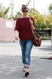 http://img257.imagevenue.com/loc570/th_31629_Katherine_Heigl_having_lunch_at_Figaro_Cafein_Los_Feliz_March052010_005_122_570lo.jpg
